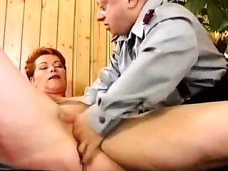 Deutsch MILF Kira Red-hot Raue gefickt von Midget