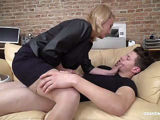 Aged certified public accountant fucks handsome sleeping IT guy right in the office