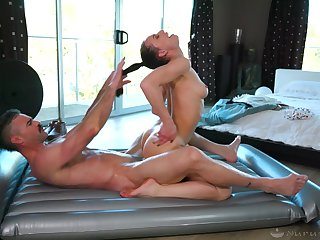 Sexy masseuse loves hair pulling during sexual congress and she's got a nice booty