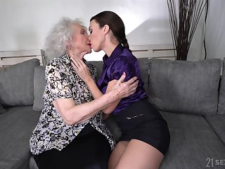 Young lesbian Tiffany Dame is licking pussy be incumbent on pleasurable looking granny