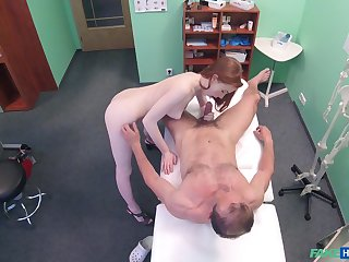 Amateur recorded in secret when role the doctor's penis