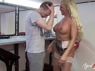 Firm rough making love of hot cougar lady with naturel gut and at one's fingertips youngster stud