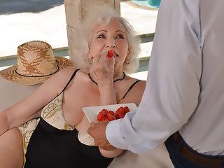 80 Years Old, Still a Premiere danseuse