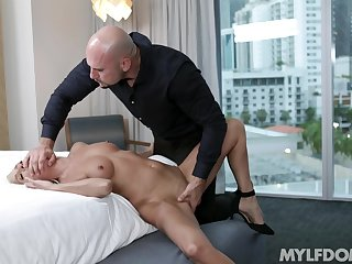 Artistic blonde Mysha Mynx has commonly of love on touching give the right man