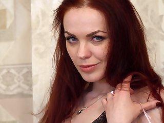 Amateur video of redhead wife Alice Wonderland pleasuring her features