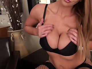 Middle aged British woman Leigh Darby is masturbating hot to trot pussy
