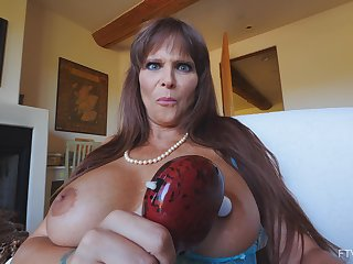 Foxy mature star Syren moans while playing all round a vibrator