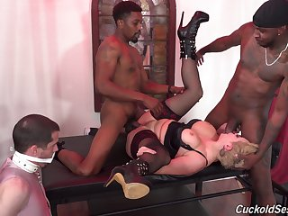 Bit of all right Ryan Keely fully humiliates her cuckold forth black bulls