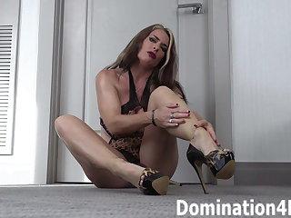 Foot worship with Mistress Kendra Lynn