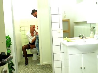 German milf Mandy Enigma fucks concerning the Toilet